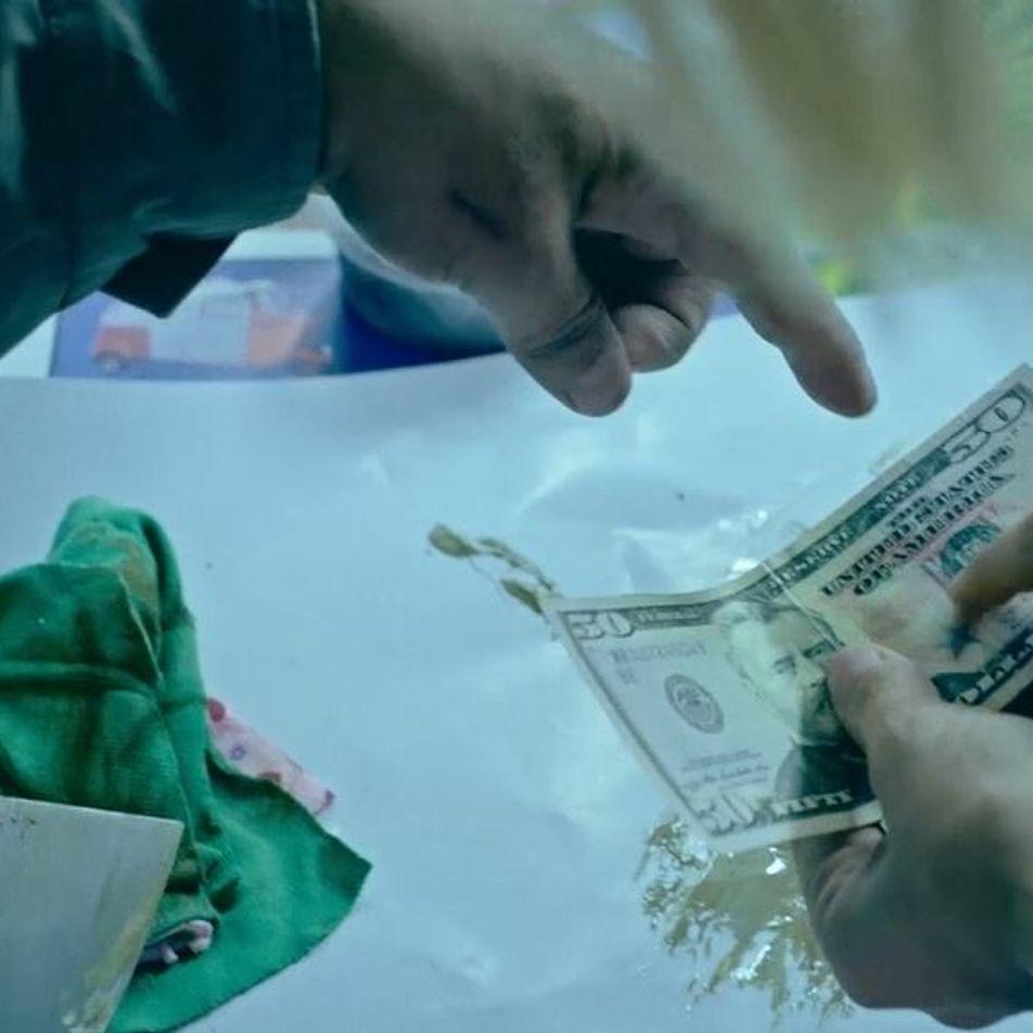 Cette imprimerie produit des faux billets de dollars