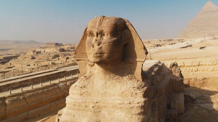 Le Sphinx de Gizeh, creusé à même la roche