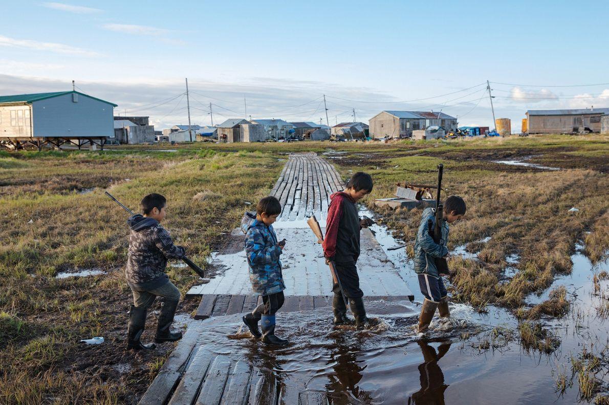 En Alaska, le village de Newtok et ses 380 habitants sont victimes de la fonte du ...