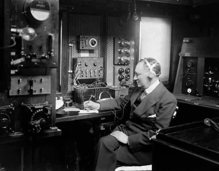 Guglielmo Marconi (1874-1937) a été un pionnier de la communication sans fil etleTitanic l'un des nombreux ...