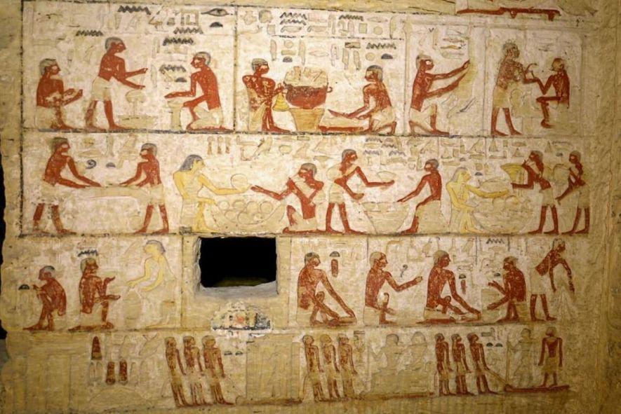 Les reliefs peints sur les murs du tombeau représentent ces scènes d'ouvriers effectuant diverses tâches de la vie quotidienne au cours de la vie du défunt.