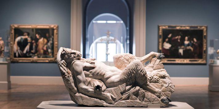 Ce Pan couché, une sculpture italienne en marbre datant du 16e siècle, figure parmi les œuvres européennes ...