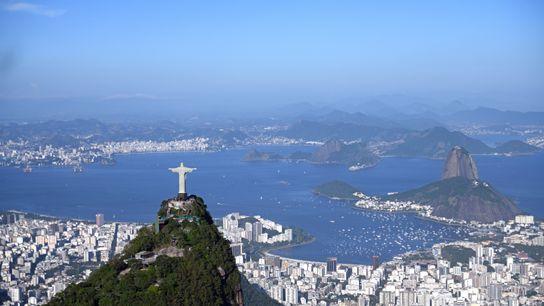 Dans les années 1920, l'ingénieur Heitor da Silva Costa est chargé de bâtir un monument pour ...