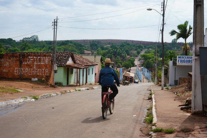 Les routes bitumées se terminent à Ponte Alta, l'un des derniers villages traversés par les visiteurs ...