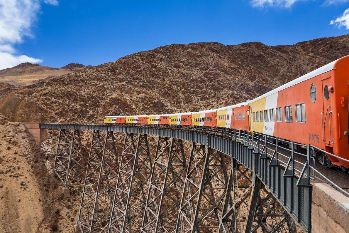 Le « train qui mène aux nuages » grimpe à plus de 4 000 mètres au ...