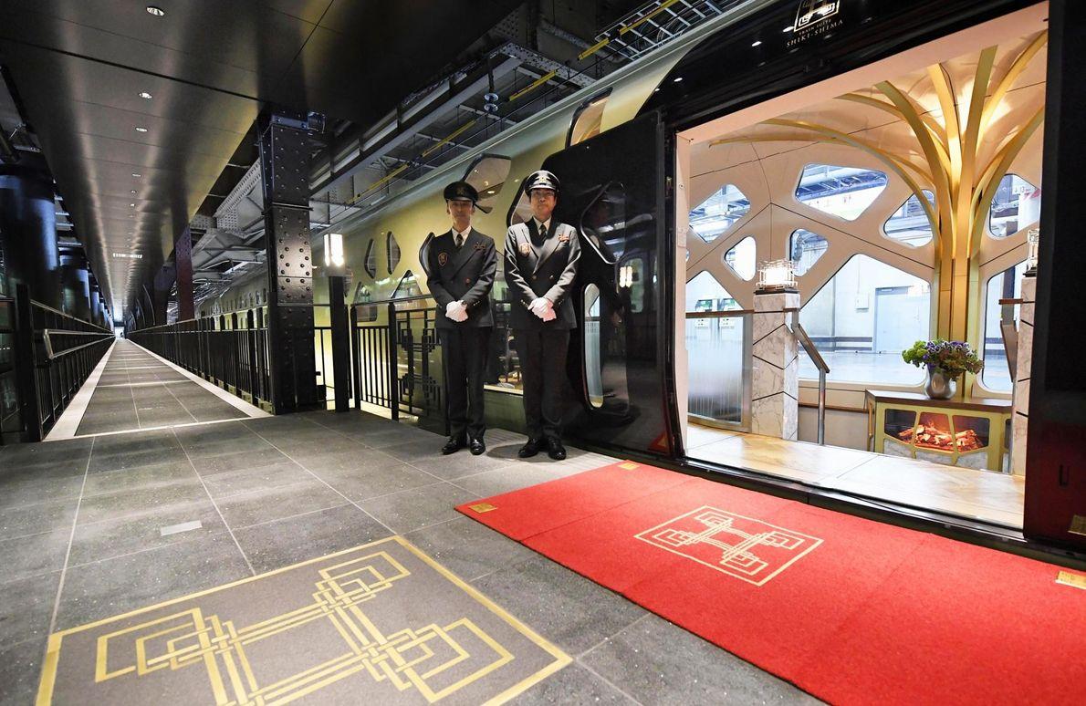 La train luxueux japonais Shiki-shima n'est composé que de dix cabines et sert une cuisine kaiseki ...