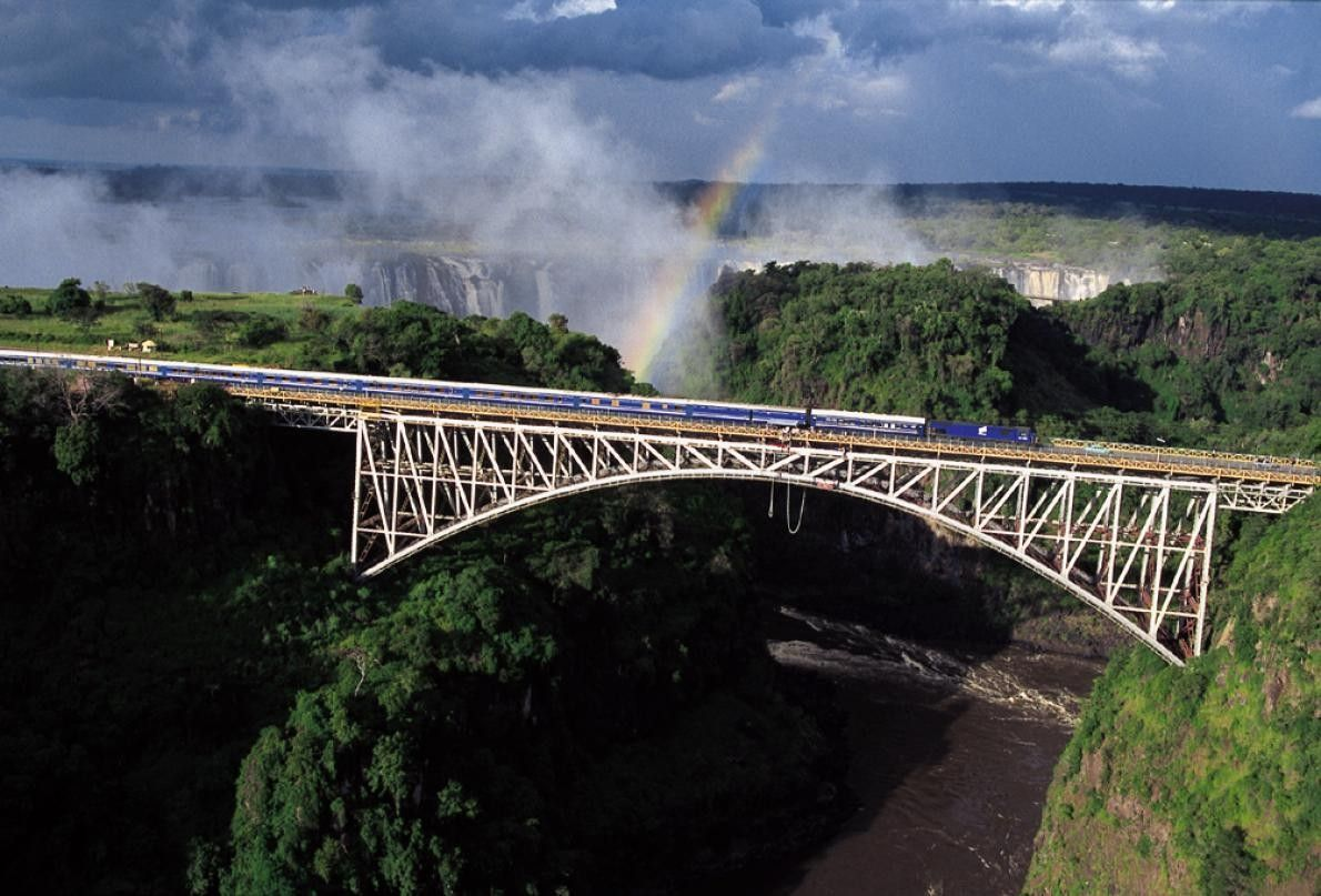 Le train bleu de nuit qui relie Pretoria à Le Cap est une vitrine de paysages ...