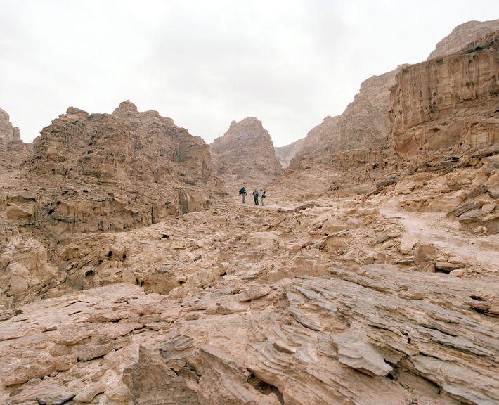 Au sud de Pétra, le sentier serpente à travers le paysage rocheux de Wadi Gseib.