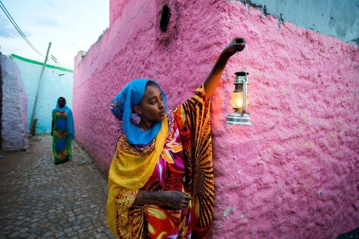 La vieille ville d'Harar, dans l'est de l'Éthiopie, est un véritable labyrinthe de ruelles aux murs ...
