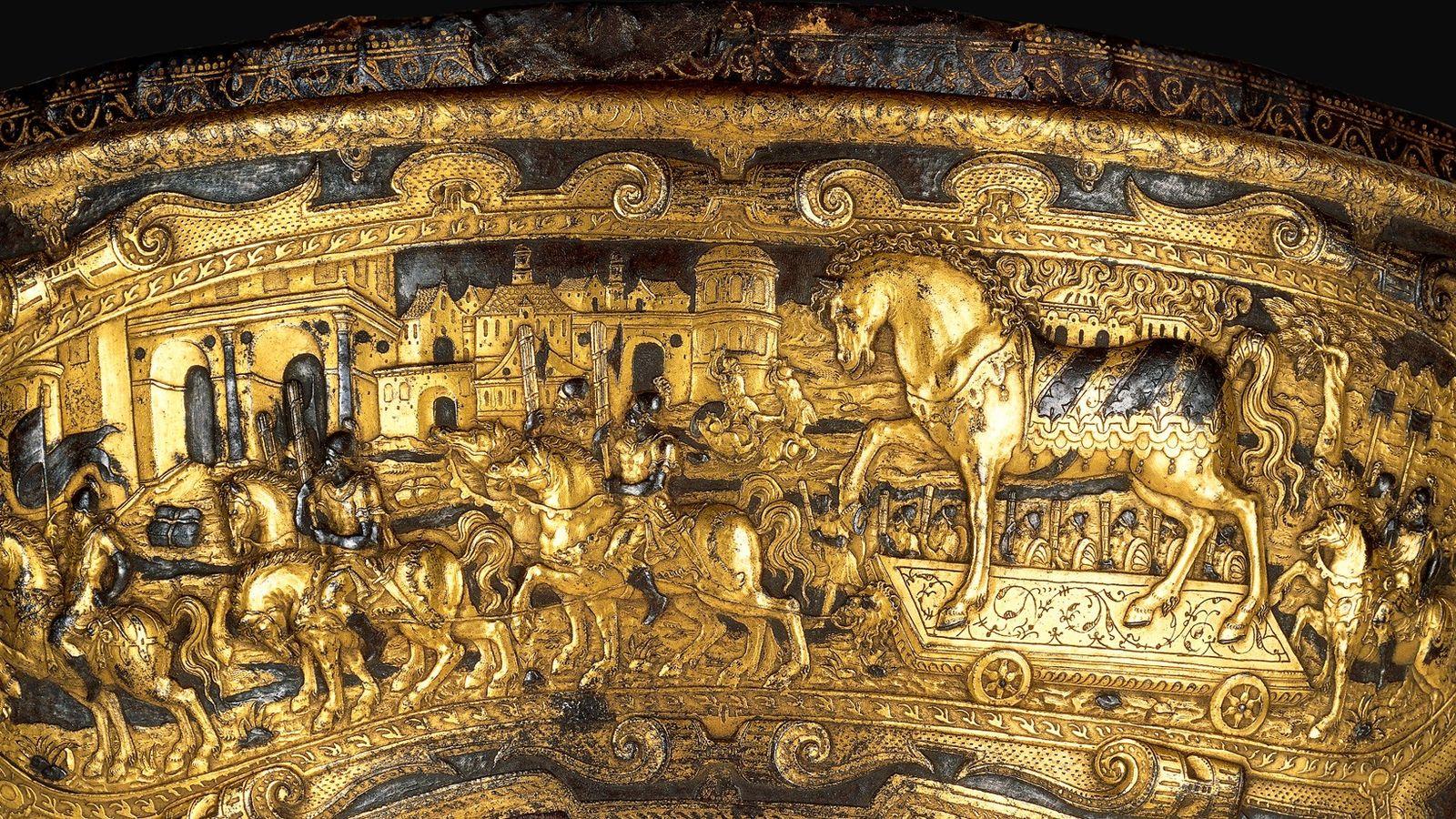 Cette magnifique selle du XVIe siècle montre les Troyens transportant le cheval de bois dans l'enceinte ...