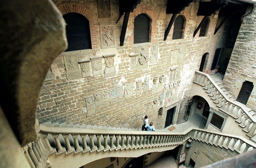 Le château de Poppi, construit au 13e siècle, offre une vue à 360 ° sur la ...