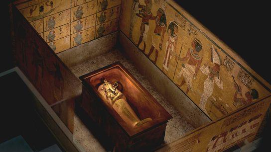 Vue sur-élévée de la tombe de Toutânkhamon montrant deux murs pouvant contenir des passages secrets vers d'autres pièces.