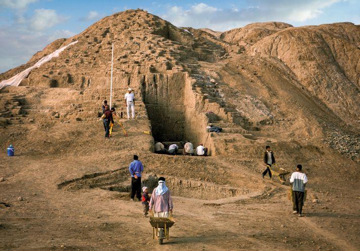 Les deux tertres artificiels baptisés Konar Sandal Nord et Sud recouvraient les vestiges de ce qui ...