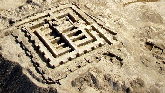 Ulug Dépé se trouve à 12 km des montagnes du Kopet-Dagh. Entièrement artificielle, cette colline de ...
