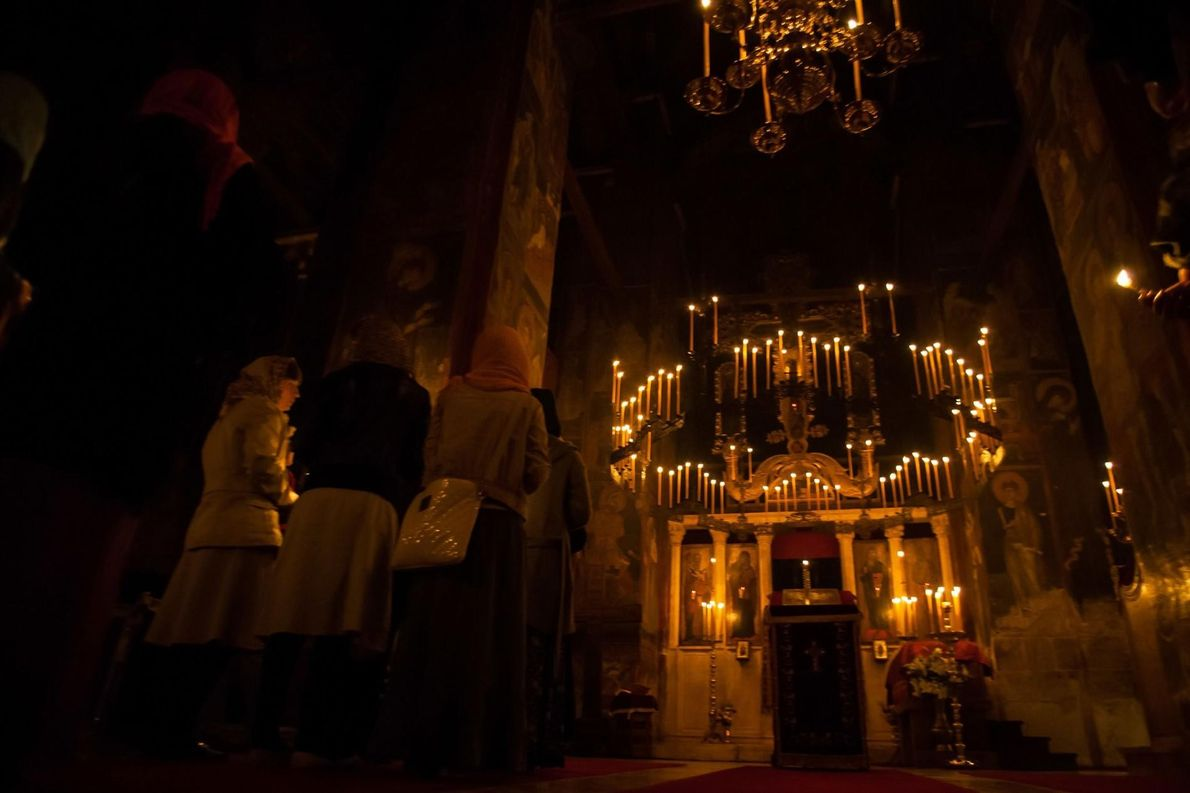 LES MONUMENTS MÉDIÉVAUX AU KOSOVO Les quatre monastères orthodoxes du site, le monastère Dečani, le Patriarcat du ...