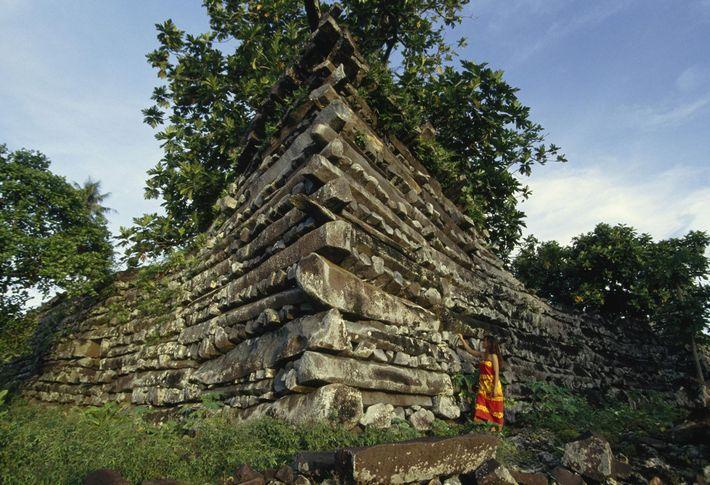 NAN MADOL, MICRONÉSIE Le site cérémoniel de Nan Madol est  composé d'une centaines d'îlots situés au ...