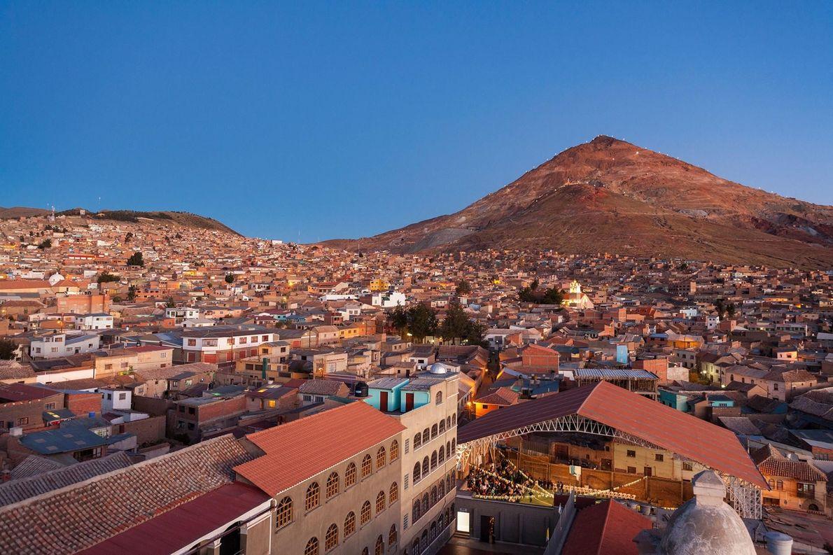 LA VILLE DE POTOSI, BOLIVIE À plus de 3 900 mètres d'altitude, Potosí et ses mines d'argent ...