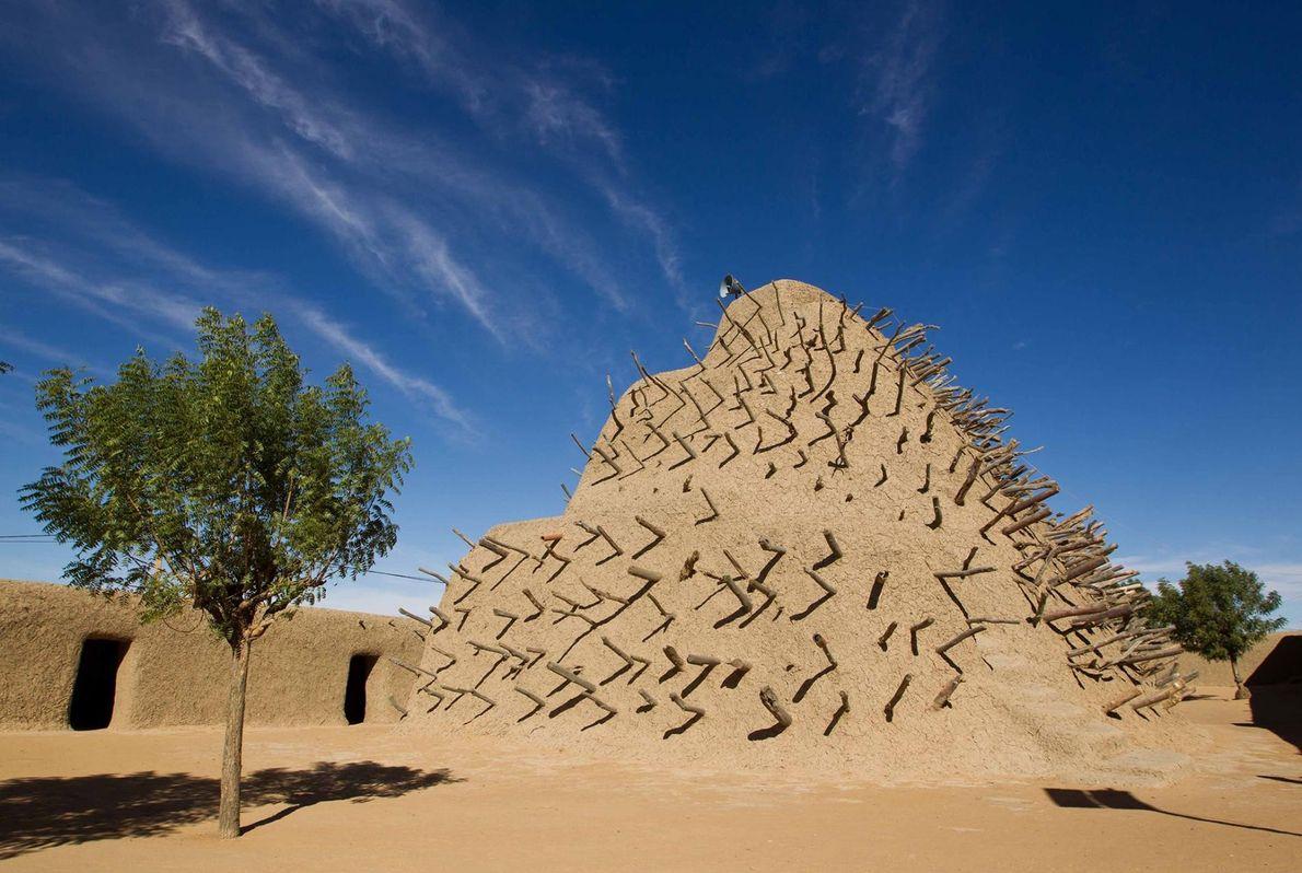 LE TOMBEAU DES ASKIA, MALI En 1495, Askia Mohamed, empereur de Songhaï, fait ériger une structure en ...