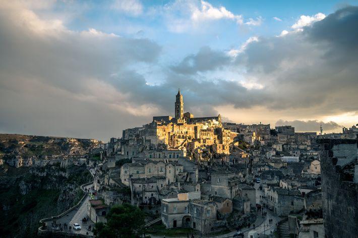 Les maisons empilées de Matera, ses églises et ses monastères ont été taillés à même le ...