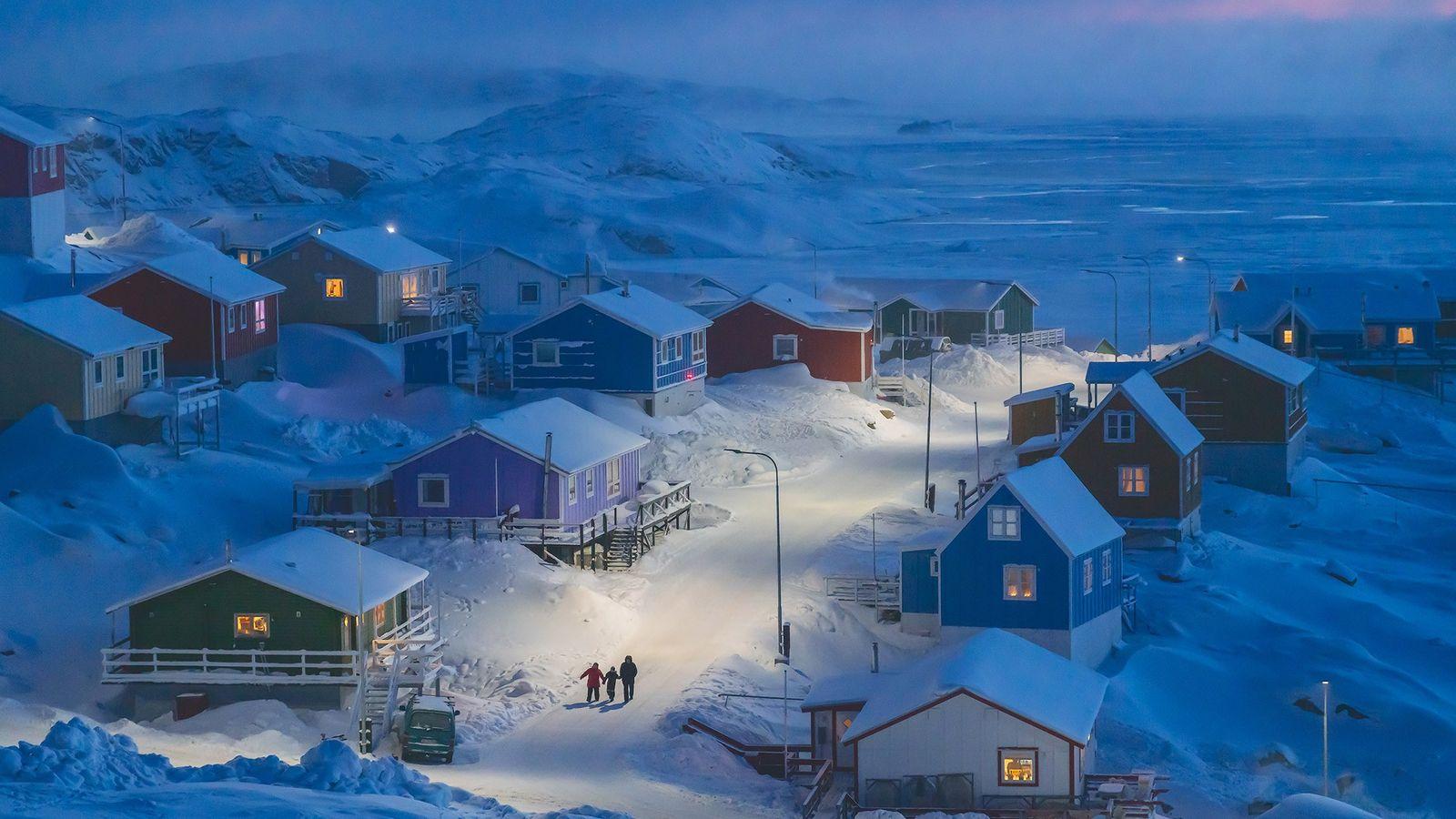 Upernavik est un village de pêcheur sur une petite île à l'ouest du Groenland. Historiquement, les ...