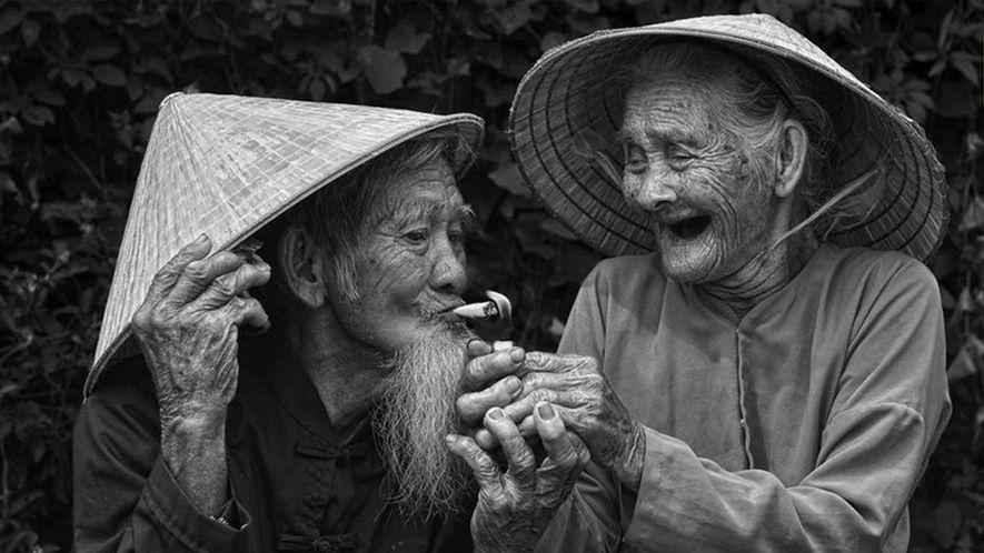 """""""Amour éternel"""" - Cet homme et cette femme sont les plus vieux fermiers du village de Tra Que, au Vietnam. Leur amour dure depuis plus de 60 ans."""