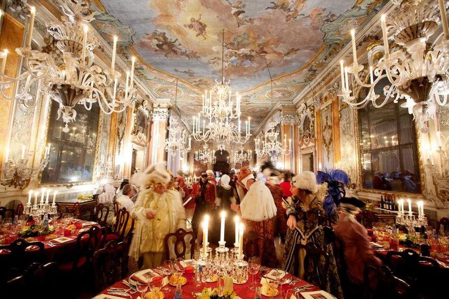 Le carnaval est un temps de fêtes et de célébrations à Venise.