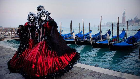 Des masques artisanaux aux bals, aucun carnaval ne ressemble à Venise.