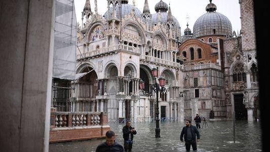 """Venise est victime de la pire """"acqua alta"""" depuis 50 ans"""