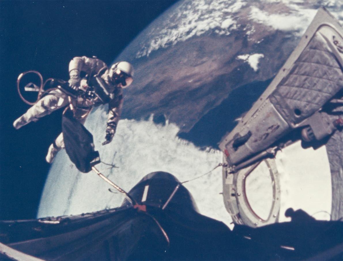 Au cours de la mission Gemini 4, Ed White est le premier Américain à faire une ...