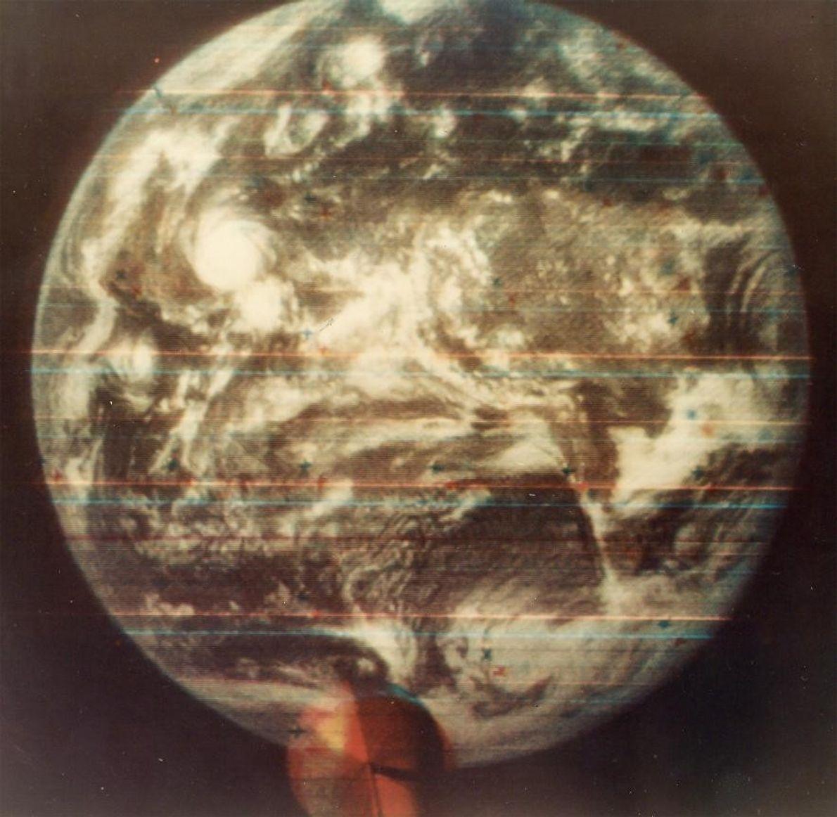 Prise en 1967, cette image est la première photo en couleurs de la Terre vue depuis ...