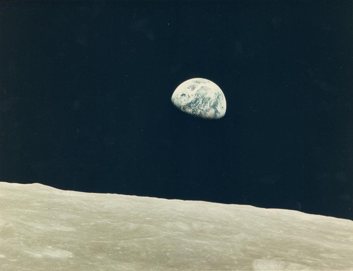 « Alors que nous revenions de la face cachée de la Lune, j'ai levé les yeux ...