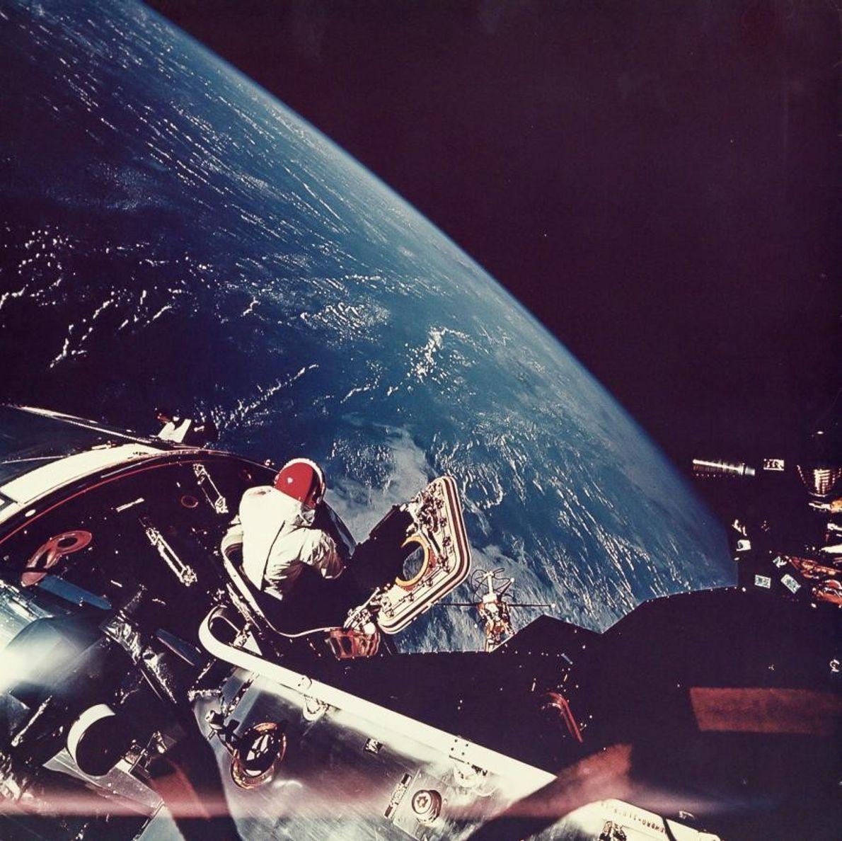 L'astronaute Rusty Schweickart a pris cette photo de son collègue David Scott lors d'une sortie dans ...