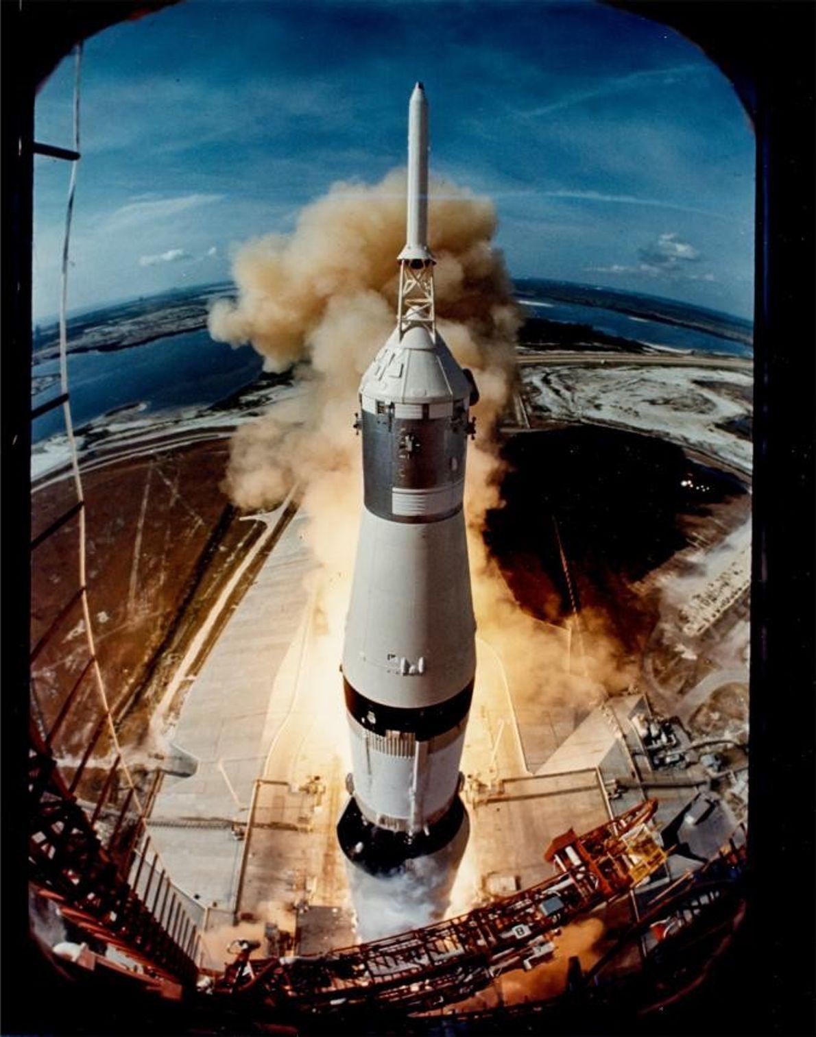 Ralph Morse, photographe du magazine Life, a installé un appareil photo sur la plate-forme de lancement ...