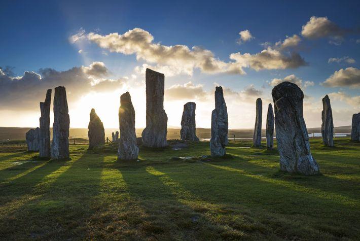 Treize pierres dressées disposées en forme de croix celtique. Calendrier lunaire ou sanctuaire ? Le mystère ...