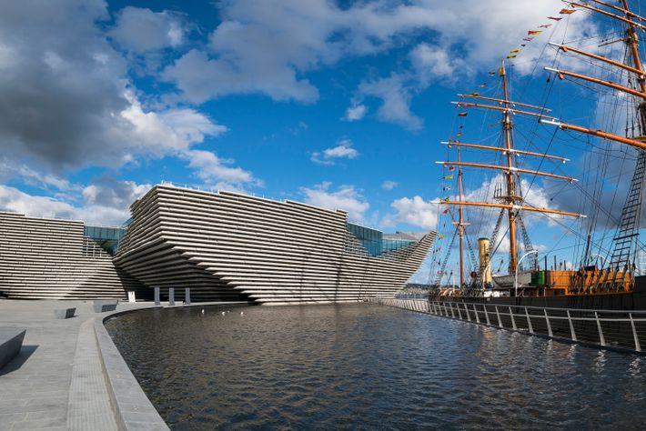 Même si son ouverture est récente, en 2018, le V&A Dundee est déjà devenu emblématique de ...