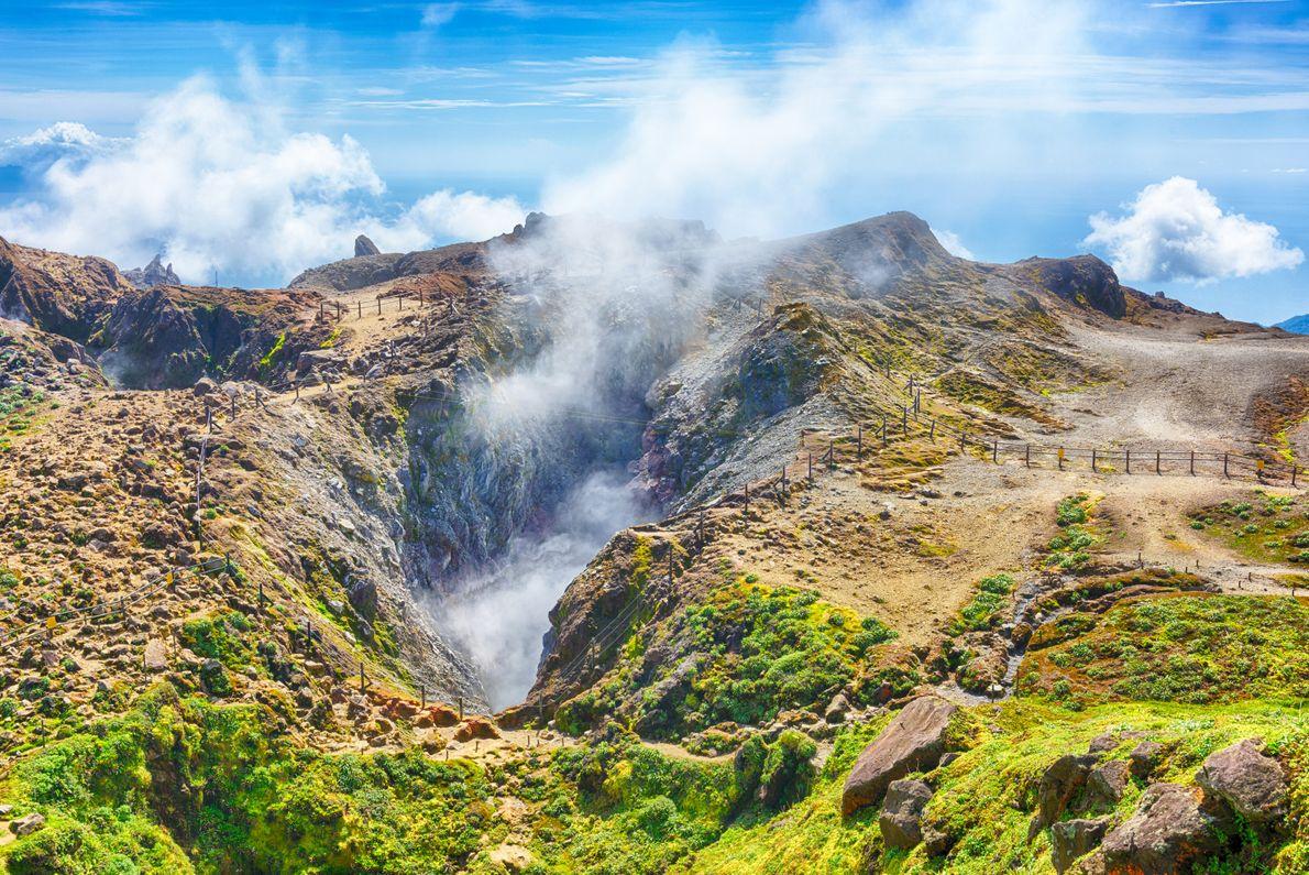 La Volcan de la Soufrière est l'un des lieux les plus marquants du Parc National de ...