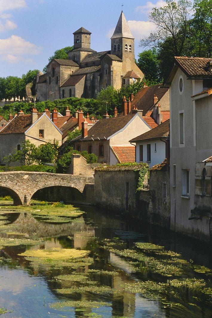 La villede Châtillon-sur-Seine, en Bourgogne, est la plus grande ville du parc.