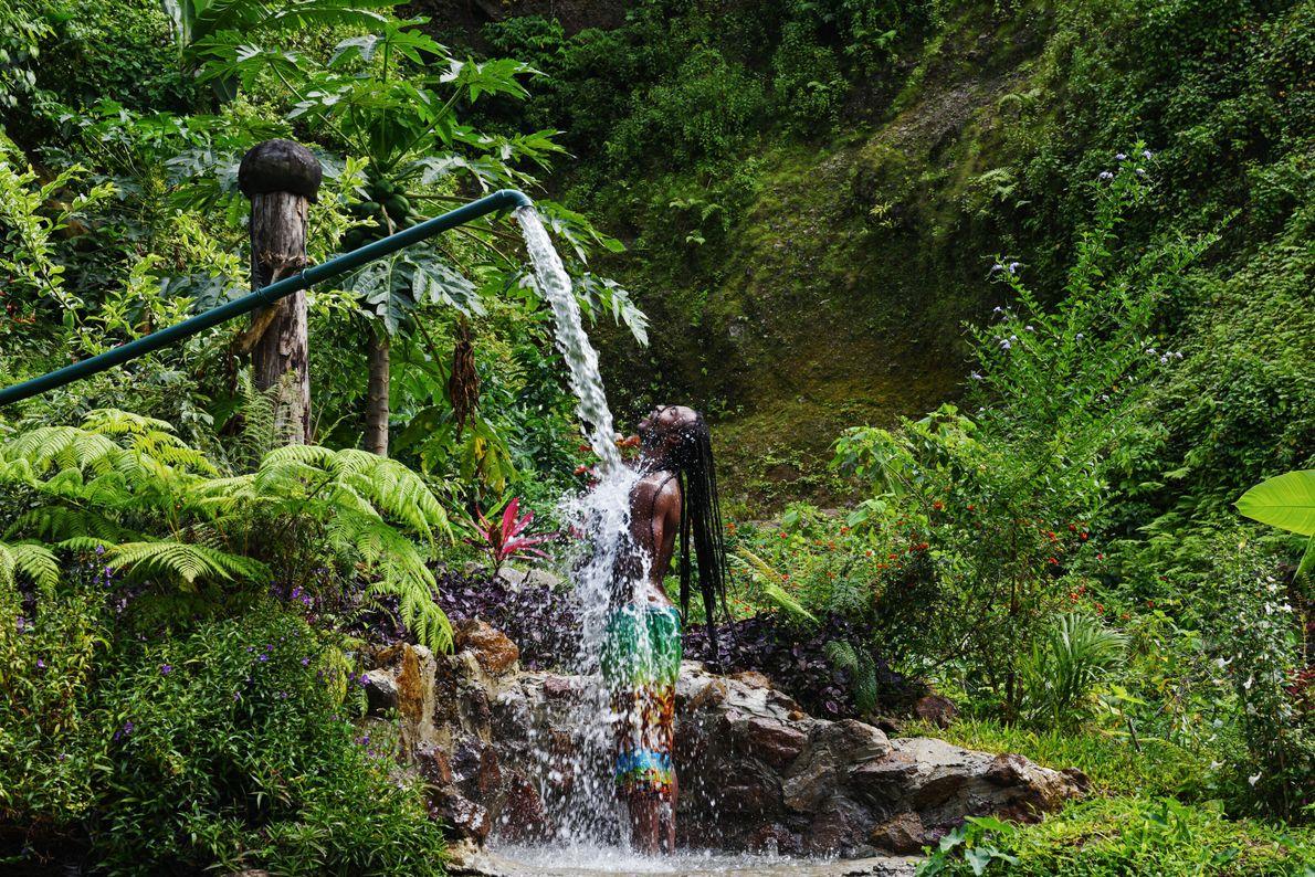 Waitukubuli, Île de La Dominique. Le volcanisme de la Dominique a créé de nombreux spas naturels, comme les ...