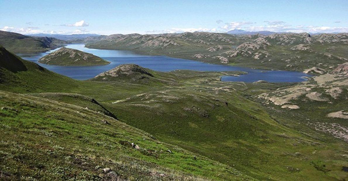 Située dans le détroit de Davis, Aasivissuit-Nipisat est une île au large du Groenland. Habitée par ...