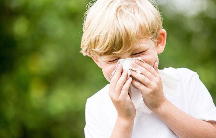 Couvrez votre nez et votre bouche avec un mouchoir en papier lorsque vous toussez ou éternuez. Mettez les ...