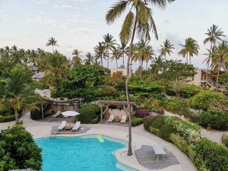 Hotel White Sand