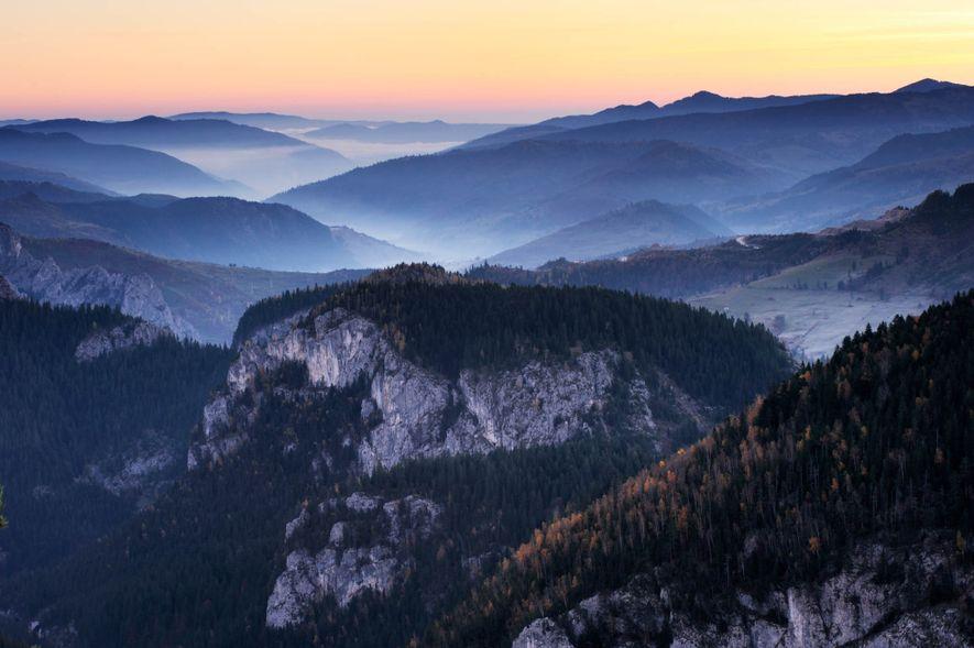 PARC NATIONAL DES GORGES DE BICAZ-HĂȘMAȘ, ROUMANIE - Les gorges de Bicaz offrent un panorama unique ...
