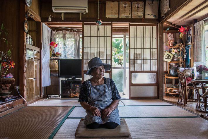 Misako Miyagi, 88 ans, est encore «jeune », selon un dicton populaire à Ogimi, où l'on ...