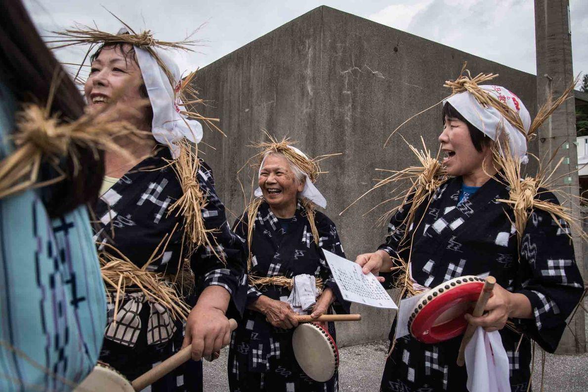 Un facteur contribuant à la longévité constatée à Ogimi ? Le lien social. Les Okinawaïens ont une vie sociale ...