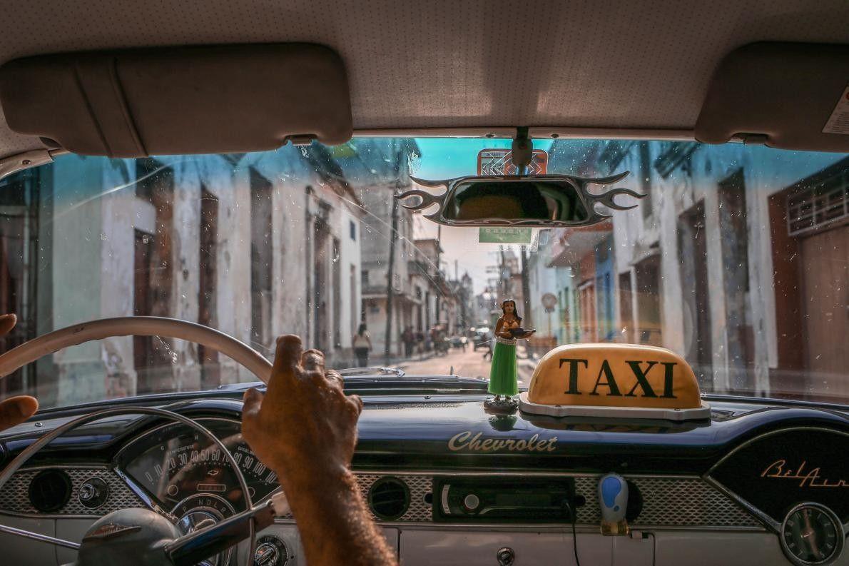 « Parcourir Cuba dans une Chevrolet des années 1950 dont le compteur ne fonctionne plus. Nous ...