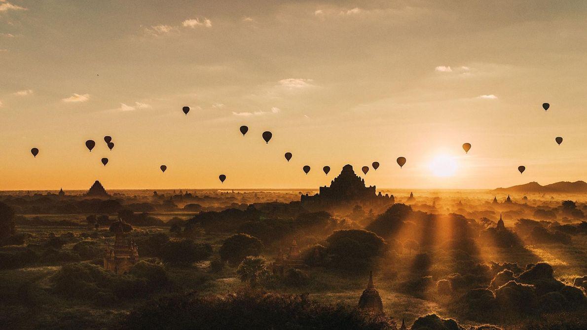 « Cette photo a été prise au lever du soleil à Bagan, au Myanmar. » — ...