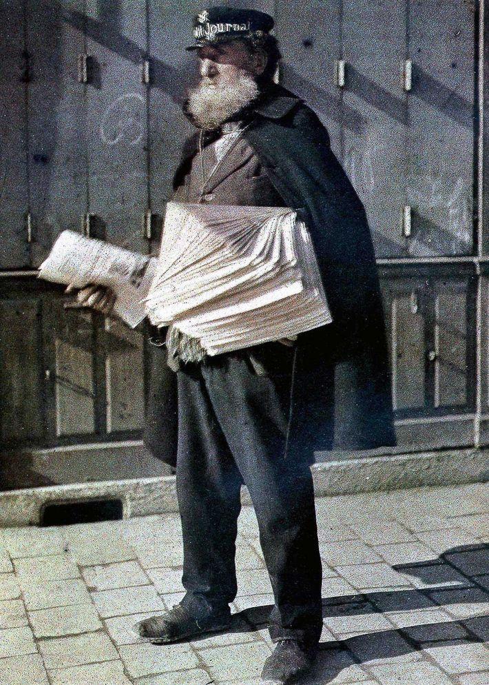 Crieur du Petit Journal - Photographie autochrome (6 avril 1917).
