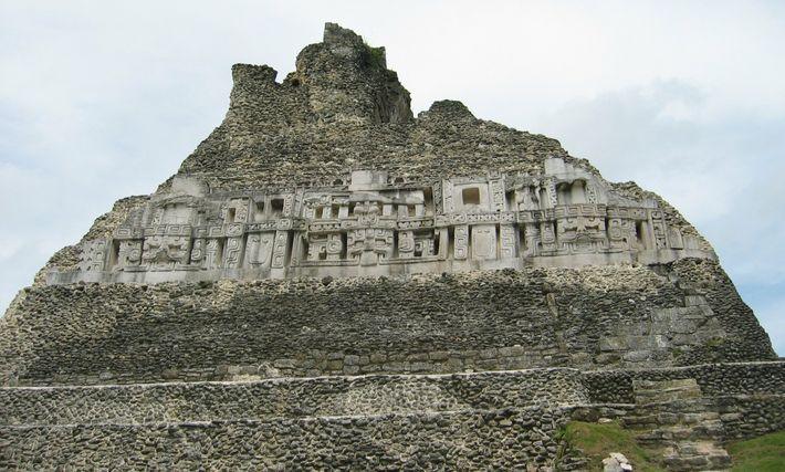 Plongée au coeur d'El Zotz, cette ancienne cité maya
