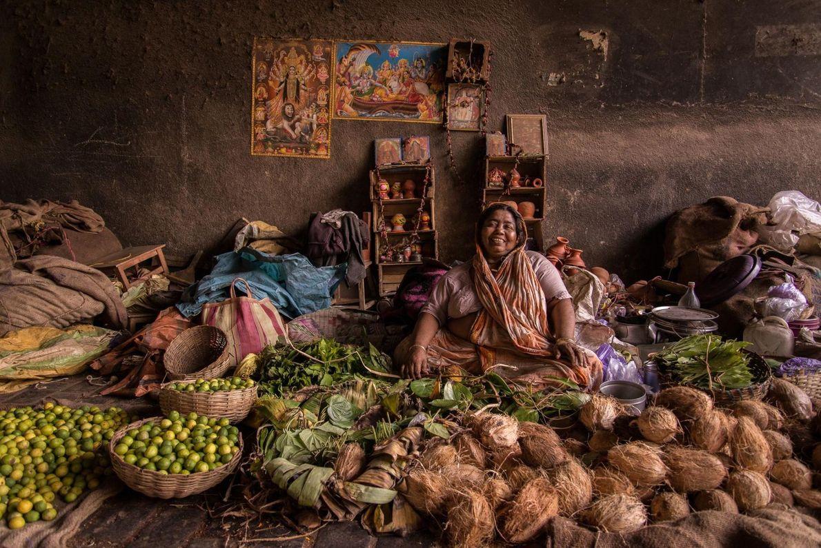 À Calcutta, en Inde, les marchés investissent les ruelles secondaires sinueuses de la ville.