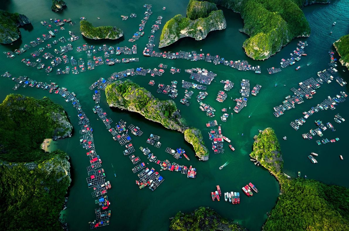 La baie de Lan Ha au Viêt Nam abrite le village flottant de Cai Beo.